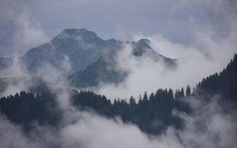 Adlerhorst Berge Wolken