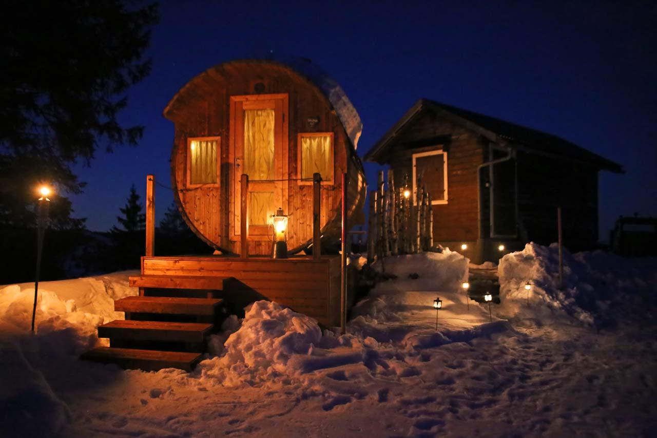 Adlerhorst Oberiberg Sauna Winter Nachtaufnahme