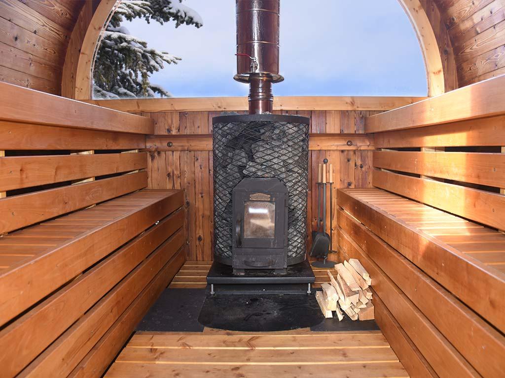 Alpen-Fass-Sauna Adlerhorst Berghütte innen