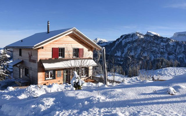 Adlerhorst Winter aussen Berggasthaus Schnee