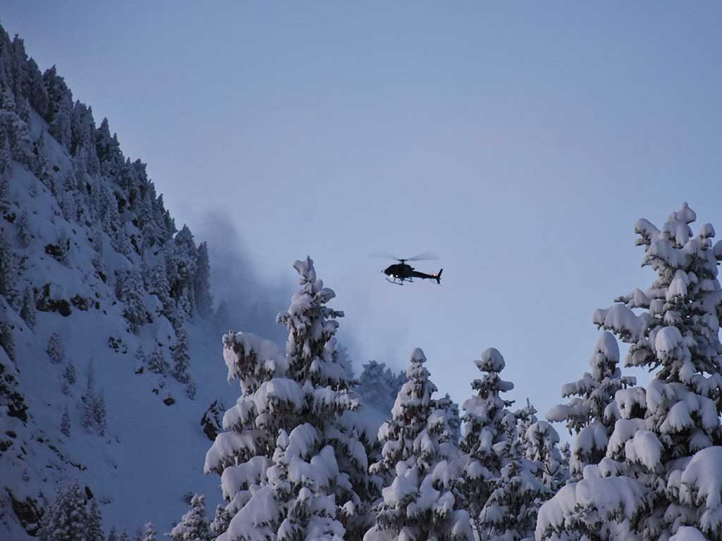 Helikopter Roggenstock Winter Lawinensprengung