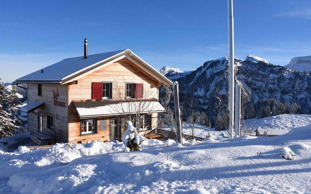Adlerhorst Winter aussen Schnee Sonne
