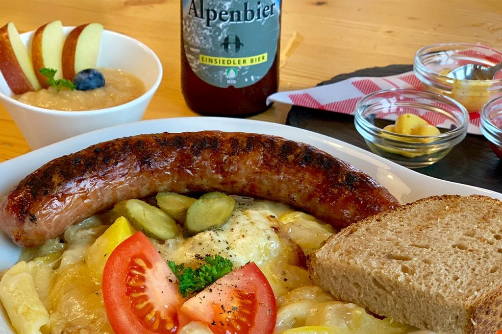 Adlerhorst Menu Bratwurst Käsemakronen