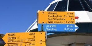 Bergbahn Station Hoch-Ybrig Wegweiser Wanderweg