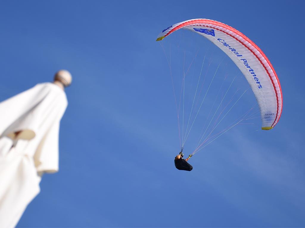 Gleitschirm Paraglider Hoch-Ybrig Sonnenschirm Adlerhorst