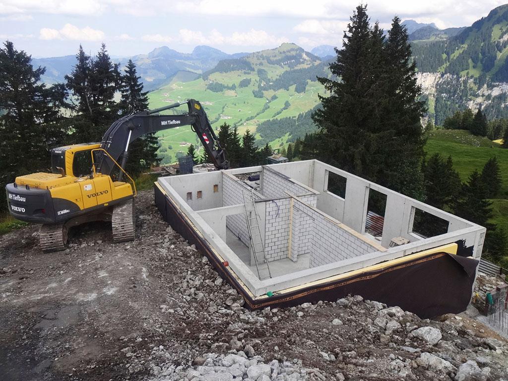 Neubau Aushub Keller Adlerhorst Oberiberg