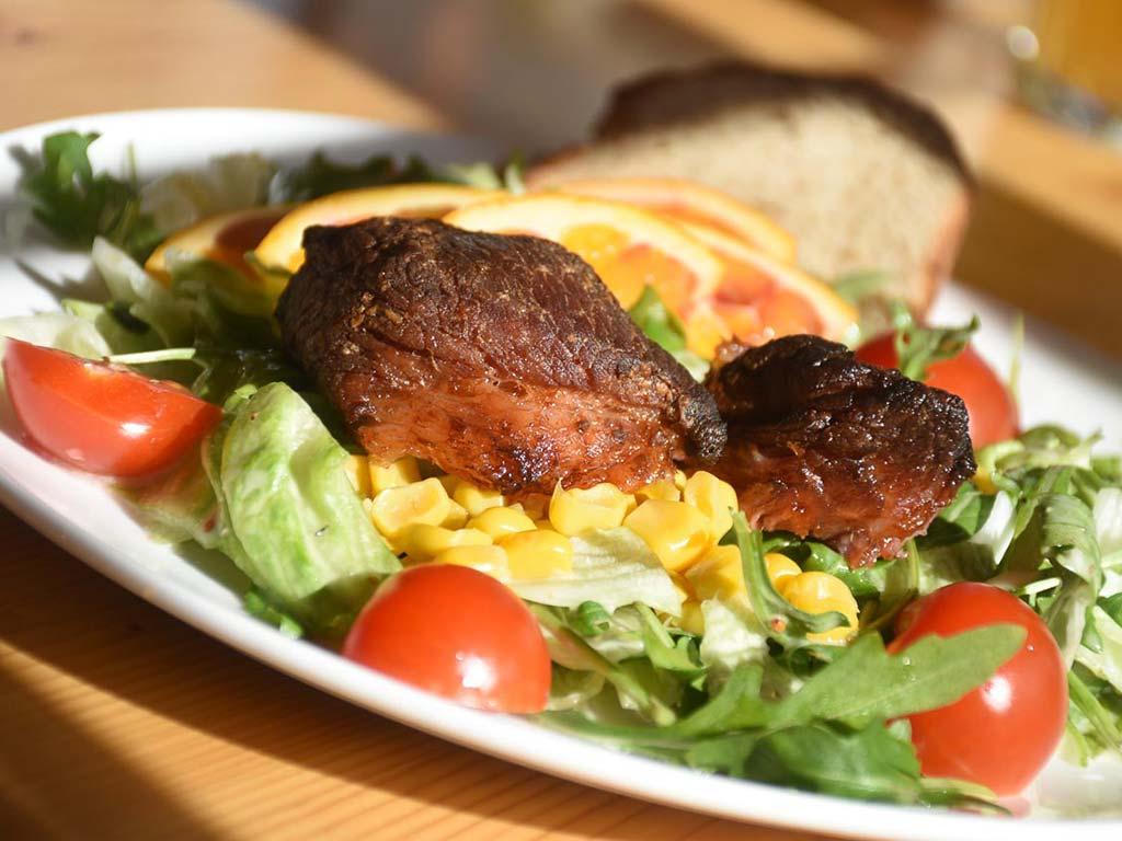 Adlerhorst Brustspitzrippli mit Salat